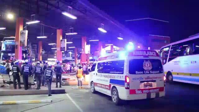 รถทัวร์พุ่งชนอาคารผู้โดยสารลำปางเจ็บ 3 คน โชเฟอร์อ้างติดเครื่องไว้-ใส่เบรกมือแต่รถไหลเอง