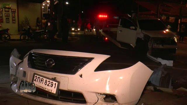 รถเก๋งพุ่งชนกระบะใน จ.บุรีรัมย์ หลังคนขับจงใจขับฝ่าสัญญาณไฟจราจร